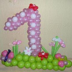 Цифра 1 из шаров для девочки с полянкой цветов